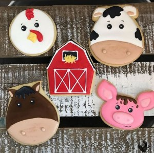 Farmhouse animals decorated cookies